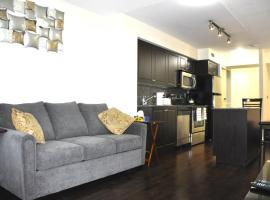 Modern Apartment & Private Parking, hotel in Toronto