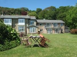 Woodcliffe Holiday Apartments, hotel near Blackgang Chine, Ventnor