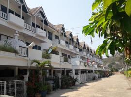 Jon Thaihouse, hotel near Hua Hin - Pattaya Ferry, Hua Hin