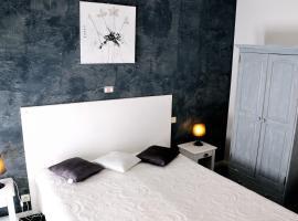 Logis Hotel du Midi, hotel near Pont Royal International Golf Course, Salon-de-Provence