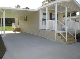 Southern Palms Park Model 12, tiny house in Fort Mason