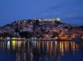 Apartments Anna Deluxe, hotel with parking in Kavala
