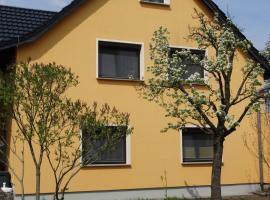 Apartment Zum Keulenbergblick, Hotel in der Nähe von: Schönfelder Traumschloss, Laußnitz