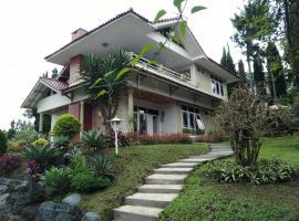 Villa Bougenvile Lembang Asri, hotel near Tangkuban Perahu Volcano, Lembang
