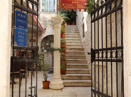 Villa Carrara, hotel u Trogiru