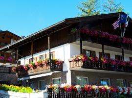 Hotel Ai Pini, hotel in Vigo di Fassa