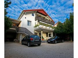 Apartments Juric, hotel in Seline