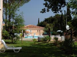 Résidence Prestige Odalys Le Clos Bonaventure, hotel with jacuzzis in Saint-Tropez