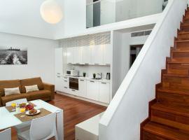 Glasir Apartments Barcelona, hotel near Maria Cristina Metro Station, Barcelona