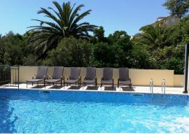 Apartments Kust, budget hotel in Mlini