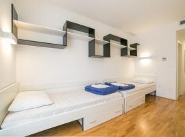 """Rooms """"dr. Franjo Tuđman"""", hostel in Split"""