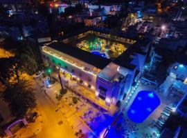 Bodrum Skylife Hotel - All Inclusive، فندق في غومبيت