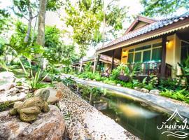 Baan Nam Pen Resort, hotel in Amphawa