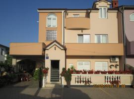 Apartment Martina, budget hotel in Medulin