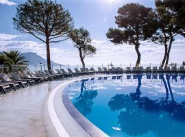 Hôtel Vacances Bleues Delcloy, hotel near Cap Ferrat Lighthouse, Saint-Jean-Cap-Ferrat