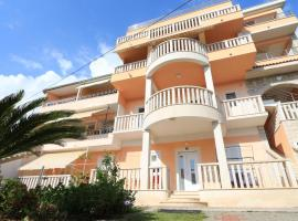 Apartments Villa Flamingo, hotel in Makarska
