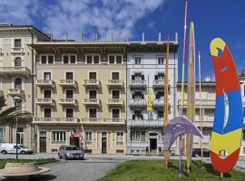 Hotel Lukas, отель в Виареджо