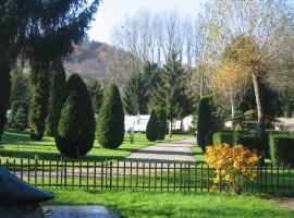 camping Au pays de Hanau, glamping site in Dossenheim-sur-Zinsel