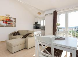 M.G Apartments, hotel in Brodarica
