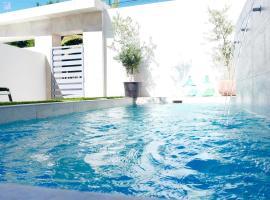 EBLI House, hotel near Las Colinas Golf Course, San Miguel de Salinas