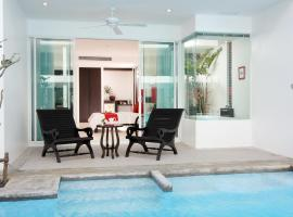 The Old Phuket - Karon Beach Resort, hotel in Karon Beach