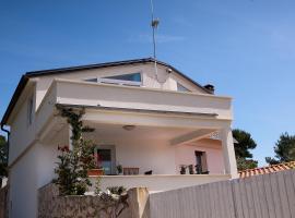 Apartment Dita, budget hotel in Silba
