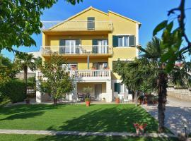 Villa Slavica, hotel near ACI Marina Vodice, Vodice