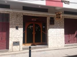Hostal Los Pinos Inn, guest house in Puno