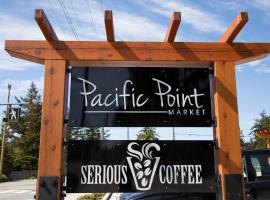 Pacific Point Market and Suites, apartment in Powell River