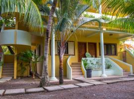 Sea Eye Hotel - Tropical Building, hotel in Utila