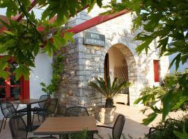Aposperides Hotel, hotel in Livadi