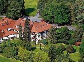 Landhotel Waldhaus, khách sạn ở Laubach