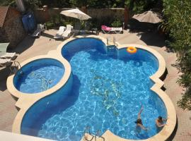 Гостевой дом, hotel with pools in Gelendzhik