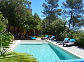 Villa Asunda B&B Spa & Sauna, Chambres d'Hôtes, hotel in Saint-Maximin-la-Sainte-Baume