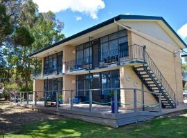 Longbeach Apartments, B&B in Coffin Bay