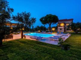 Mediterraneo Luxury Suites Halkidiki, accessible hotel in Vourvourou