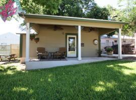 Agape Cottage, B&B in Fredericksburg