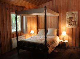 L'isba des bois, hors du temps, hotel near Forges-les-Bains Golf Course, Janvry