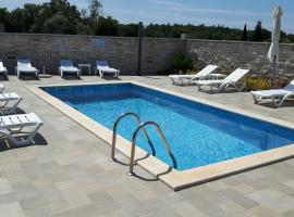 Apartments & Rooms Villa Adamović, Bed & Breakfast in Umag