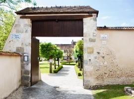 Chambres d'hôtes La Bergerie de l'Aqueduc, hotel near Château de Maintenon Golf Course, Houx