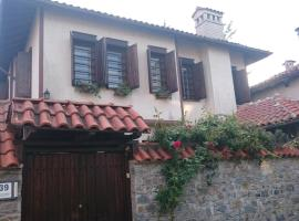 """Guest house """"The House"""", hotel with parking in Zlatograd"""