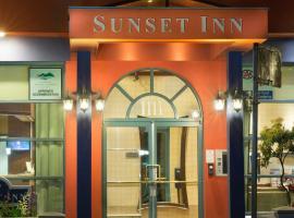 Sunset Inn and Suites, отель в городе Ванкувер