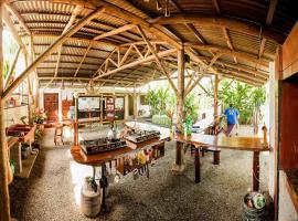 Cabinas Tropicales & Corcovado Park Boat Tours, hotel in Puerto Jiménez