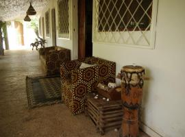 Bed and breakfast Keur Niaye, hotel near Boat stop to cross into village, pickup for lodges, Toubakouta