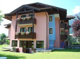 Hotel Quadrifoglio, hotel in Pinzolo