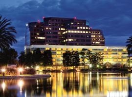 DoubleTree by Hilton Orange County Airport, hotel near John Wayne Airport - SNA, Santa Ana