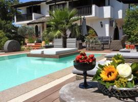 Byblos Luxury Villa, hotel in Skala Prinou