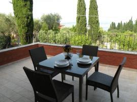 Suite Deluxe a Villa Paradiso, hotel in zona Terme Catullo di Sirmione, Sirmione