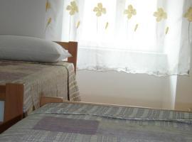 Apartment Nadalina, hotel in Milna