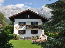 Gästehaus Mayer, hotel near Golfpark Mieminger Plateau, Mieming